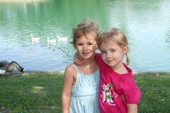 Amigos na lagoa Foto de Stock