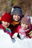 Amigos na neve imagem de stock
