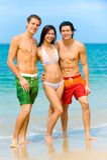 Amigos na praia Imagem de Stock