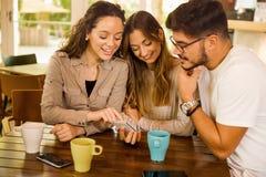 Amigos no café imagem de stock