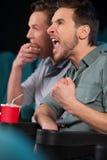 Amigos no cinema. Foto de Stock