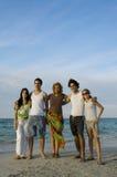 Amigos novos na praia Foto de Stock Royalty Free