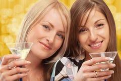 Amigos que beben el vermú Imagen de archivo libre de regalías