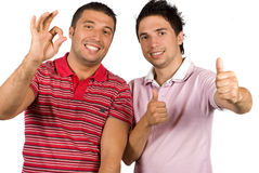 Amigos que dão o sinal e o polegar aprovados acima Foto de Stock Royalty Free