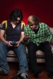 Amigos que jogam os jogos video Foto de Stock Royalty Free