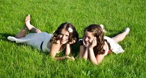 Amigos sonrientes felices Fotos de archivo
