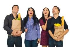 Amigos sorprendentes de los compradores que miran para arriba Imágenes de archivo libres de regalías