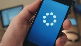 Amimation d'icône de chargement sur un smartphone banque de vidéos