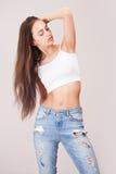 Amincissez et adaptez la beauté de jeans Photographie stock
