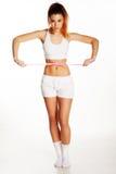 Amincissez et adaptez la belle femme mesurant sa taille Photo stock