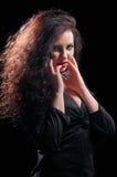 Femme désirée de brune posant dans le corset en cuir Photos libres de droits