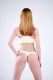 Amincissez la femme sportive de forme physique dans le studio, vue arrière Images libres de droits