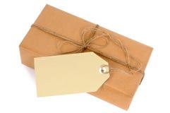 Amincissez le paquet de papier brun avec de la ficelle et l'étiquette Photo libre de droits
