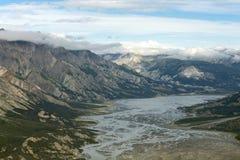 Amincit la rivière, parc national de Kluane, le Yukon Photos libres de droits