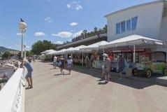 Amiral de café sur la promenade de la station de vacances Gelendzhik, région de Krasnodar, Russie Images stock