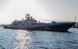 Amiral Essen de frégate sur la rivière Neva à St Petersburg Photos stock