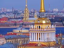 Amirauté dans le jour ensoleillé, St Petersburg, Russie Photo stock