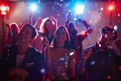 Amis à la disco Image libre de droits