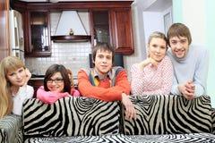 Amis à la maison Photos libres de droits