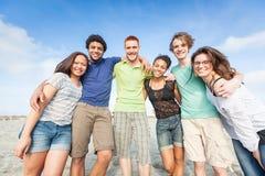 Amis à la plage Image libre de droits