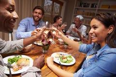 Amis à un dîner de soirée Photos stock