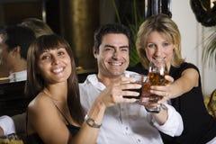Amis à un restaurant Images libres de droits