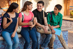 Amis adolescents à l'école Photographie stock libre de droits