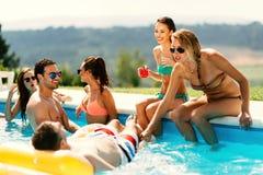 Amis appréciant des vacances Image libre de droits
