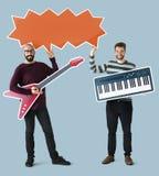 Amis appréciant la musique ainsi que l'icône de musique Photographie stock libre de droits