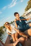 Amis appréciant sur un bateau Photographie stock libre de droits