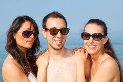 Amis au bord de la mer Photos libres de droits