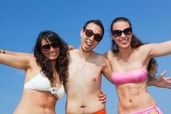Amis au bord de la mer Photographie stock libre de droits