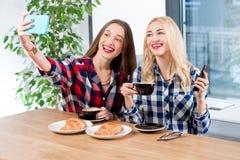 Amis au café Image stock