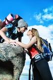 Amis aux montagnes Photos libres de droits