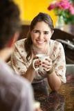 Amis avec la tasse de café Image stock