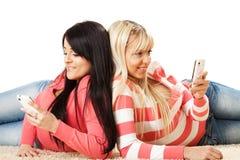 Amis avec le téléphone Photos stock