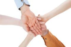 Amis avec leurs mains empilées ensemble Photos stock