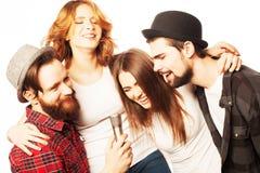 Amis ayant l'amusement au karaoke Images libres de droits