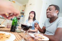 Amis ayant un dîner Photo libre de droits