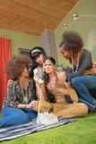 Amis bien disposés avec Madame hippie Images libres de droits