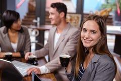 Amis buvant du café Image libre de droits