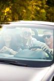 Amis conduisant la voiture Photo libre de droits