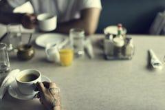 Amis détendant le concept de café Image libre de droits