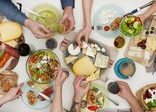 Amis dînant Photographie stock libre de droits