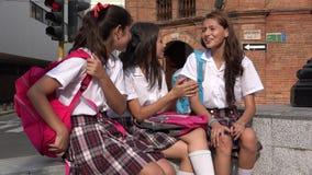 Amis d'ado de filles d'école Images stock