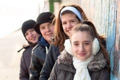 Amis d'adolescent appréciant chaque autres compagnie Photos stock