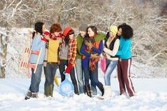 Amis d'adolescent ayant l'amusement dans l'horizontal de Milou Image stock