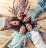 Amis d'adolescent heureux Images stock
