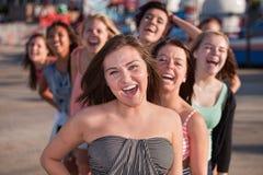 Amis d'adolescent riants Photos stock