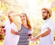 Amis d'adolescents dansant le concept de bonheur de repaire Image stock